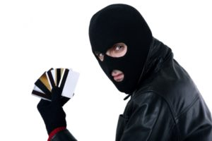 Воровство денег, в том числе с банковской карты