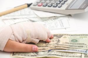 Как потерпевший получит денежную компенсацию?
