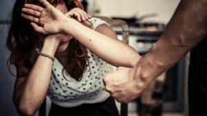 Как разделяют данные насильственные действия с правовой точки зрения?